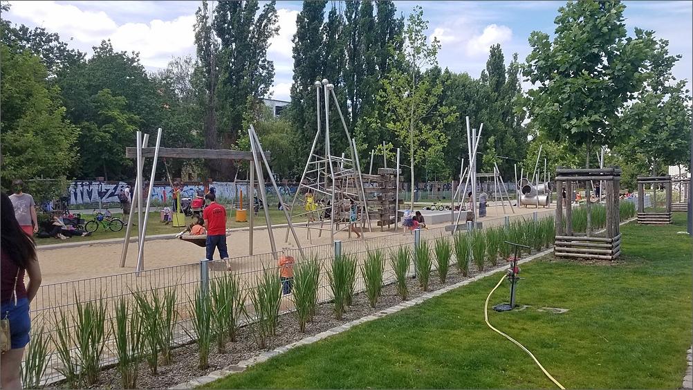 mauerpark06.jpg