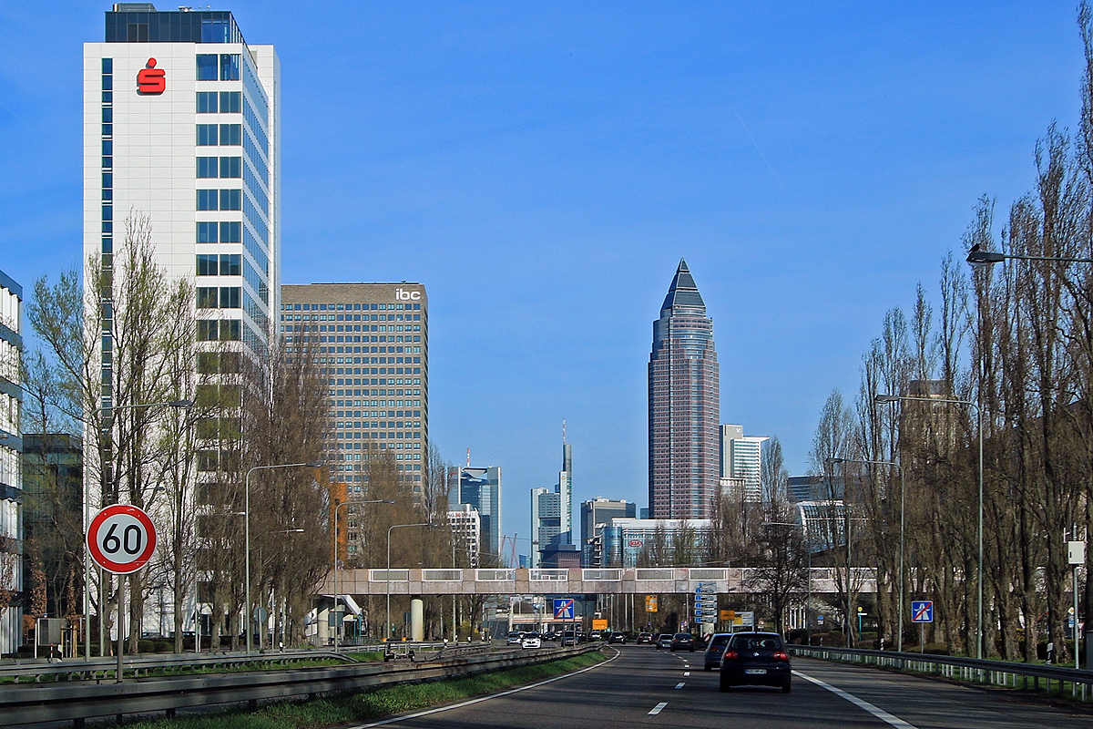 Bild: http://www.deutsches-architektur-forum.de/pics//cyfi/BV_Messe_1170325_1.jpg