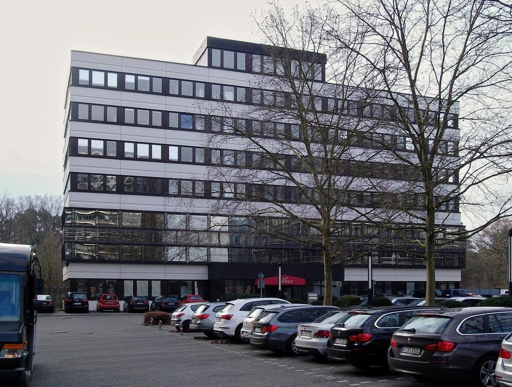 Bild: http://www.deutsches-architektur-forum.de/pics/schmittchen/3317_lyoner_strasse_38a.jpg
