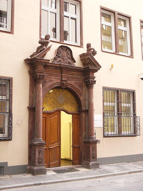 Bild: http://www.deutsches-architektur-forum.de/pics/schmittchen/bethmhof2.jpg