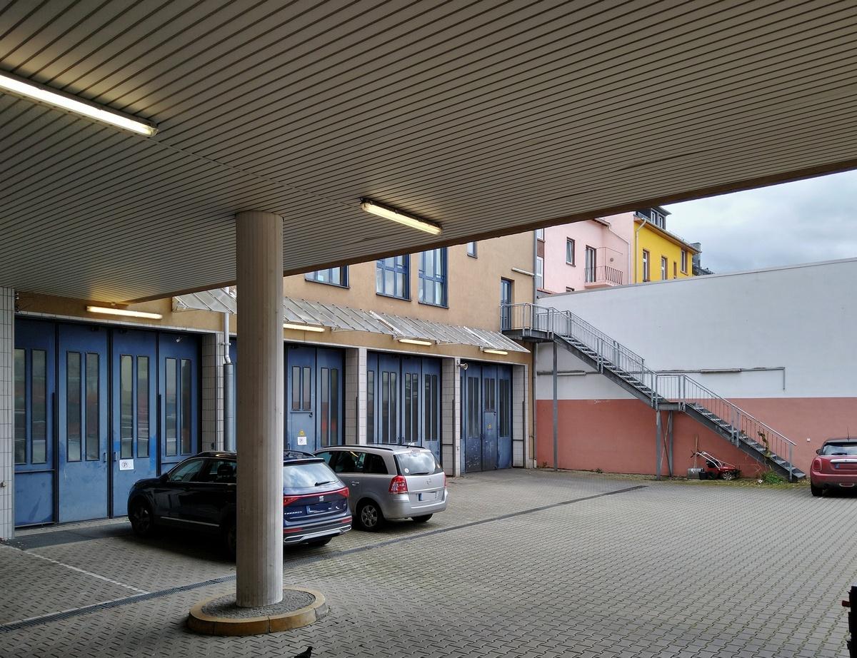 Bild: https://www.deutsches-architektur-forum.de/pics/schmittchen/4205_feuerwache_kurfuerstenplatz.jpg