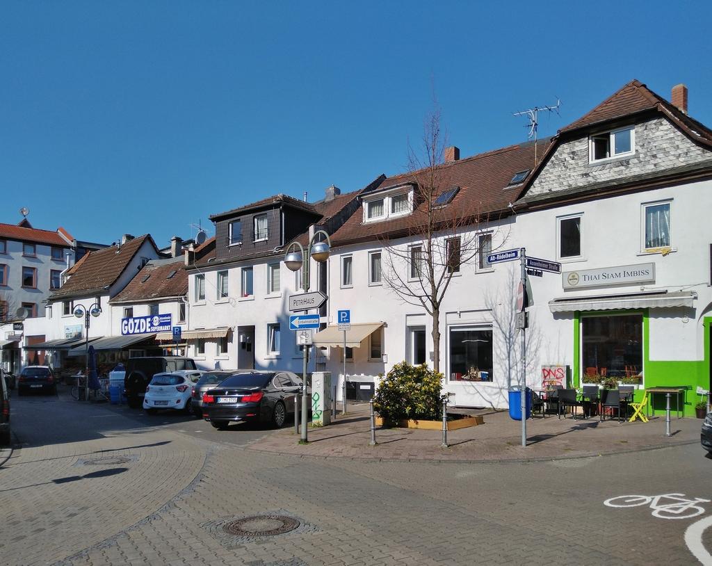 Bild: https://www.deutsches-architektur-forum.de/pics/schmittchen/4235_roedelheim_update.jpg