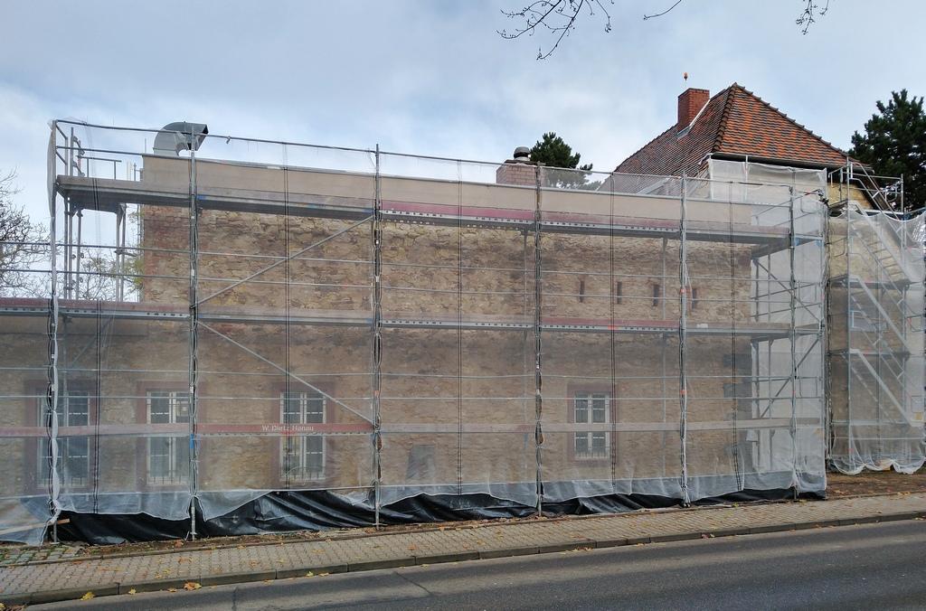 Bild: https://www.deutsches-architektur-forum.de/pics/schmittchen/4246_sachsenhaeuser-warte.jpg