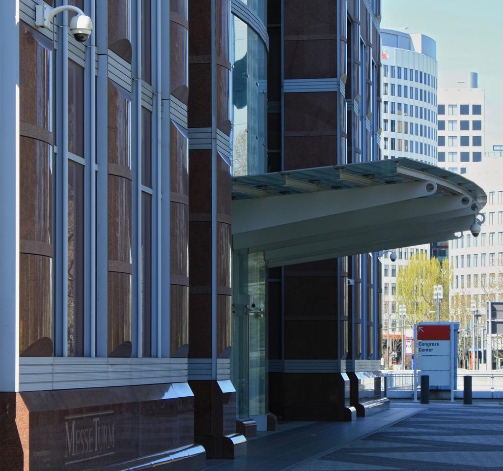 Bild: https://www.deutsches-architektur-forum.de/pics/schmittchen/4252_messeturm.jpg