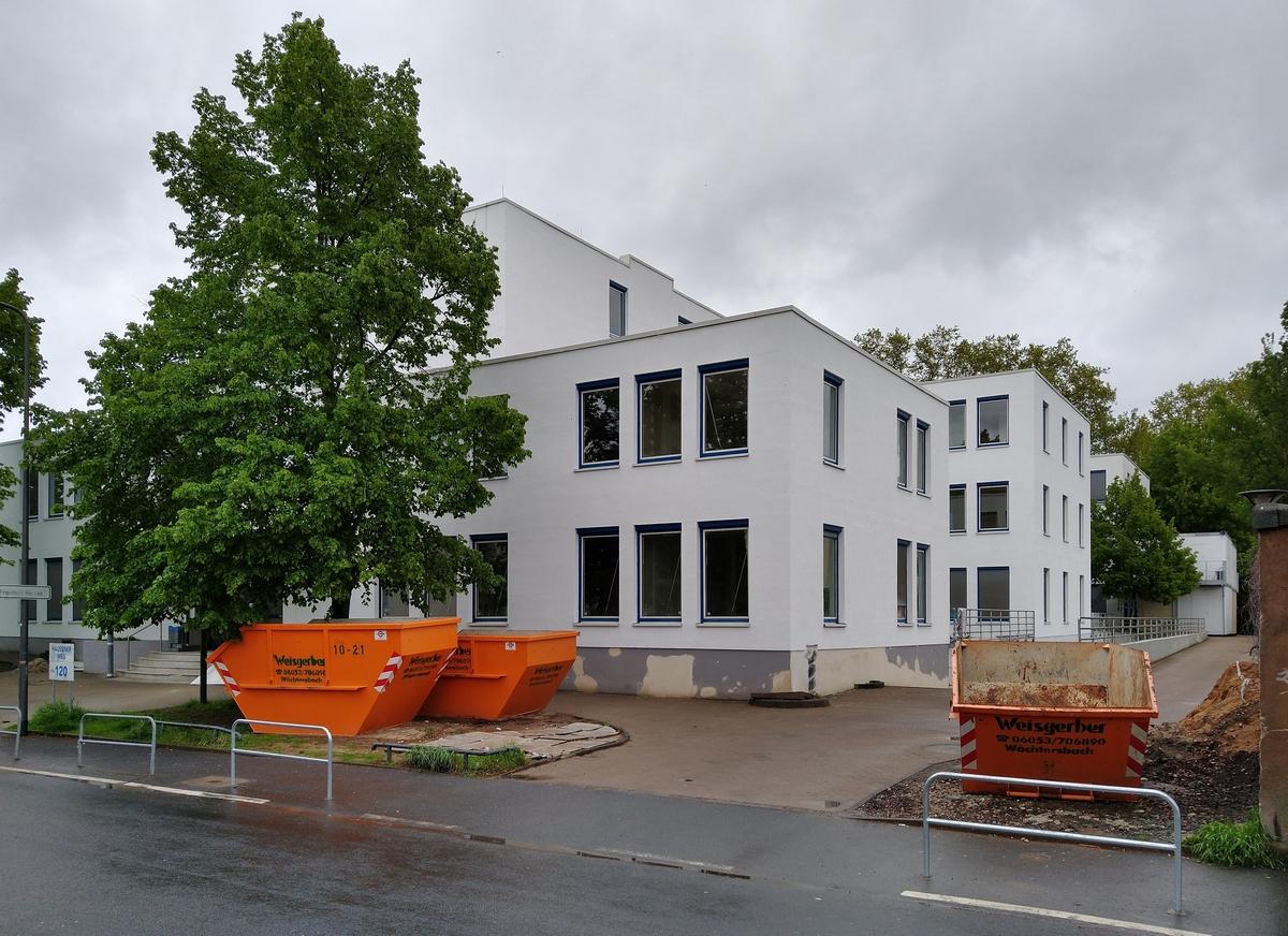 Bild: https://www.deutsches-architektur-forum.de/pics/schmittchen/4308_hausener_weg_120.jpg