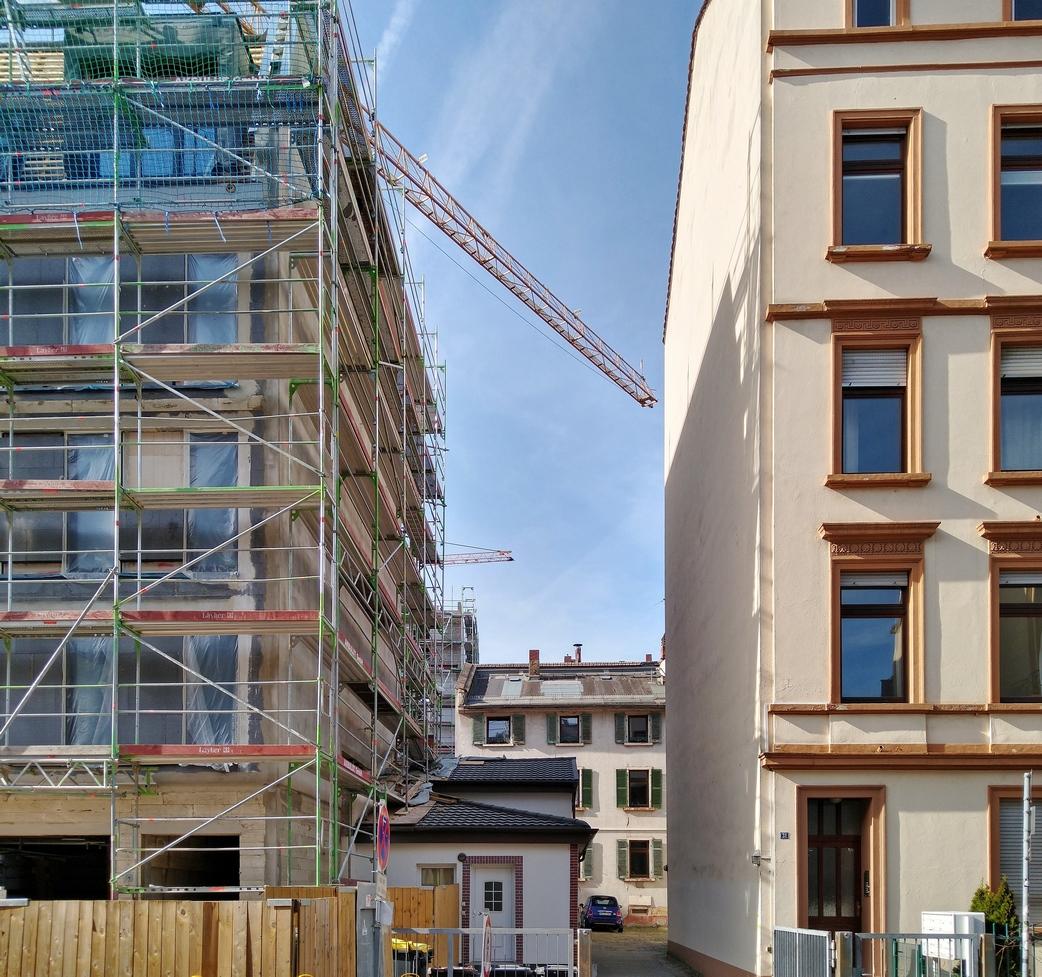 Bild: https://www.deutsches-architektur-forum.de/pics/schmittchen/4337_burgstr._106.jpg