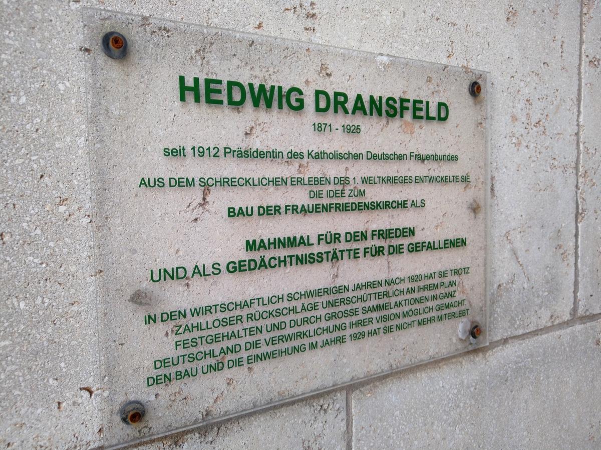 Bild: https://www.deutsches-architektur-forum.de/pics/schmittchen/4375_frauenfriedenskirche.jpg