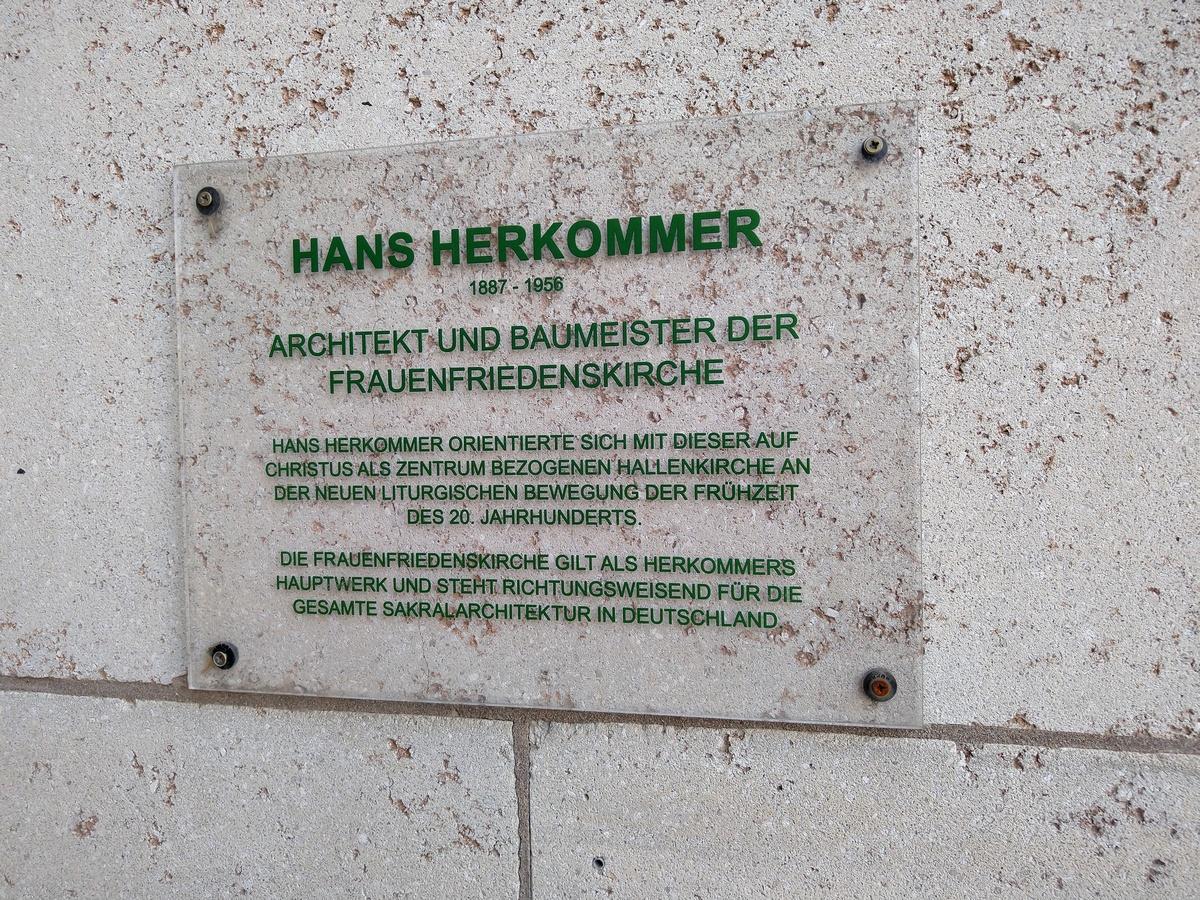Bild: https://www.deutsches-architektur-forum.de/pics/schmittchen/4376_frauenfriedenskirche.jpg