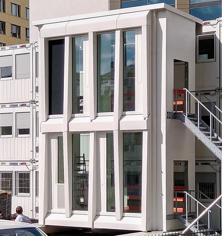 Bild: https://www.deutsches-architektur-forum.de/pics/schmittchen/4399_one-frankfurt_ausschnitt.jpg