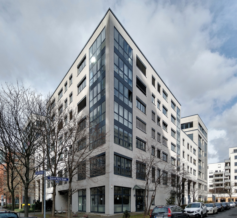 Bild: https://www.deutsches-architektur-forum.de/pics/schmittchen/4723_carat_buerocenter_voltastr.81.jpg