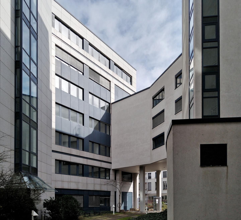 Bild: https://www.deutsches-architektur-forum.de/pics/schmittchen/4724_carat_buerocenter_voltastr.81.jpg