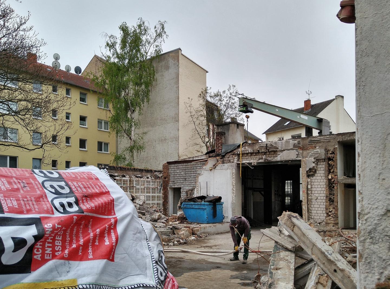 Bild: https://www.deutsches-architektur-forum.de/pics/schmittchen/4774_guenderrodestrasse_ex-hochhut.jpg