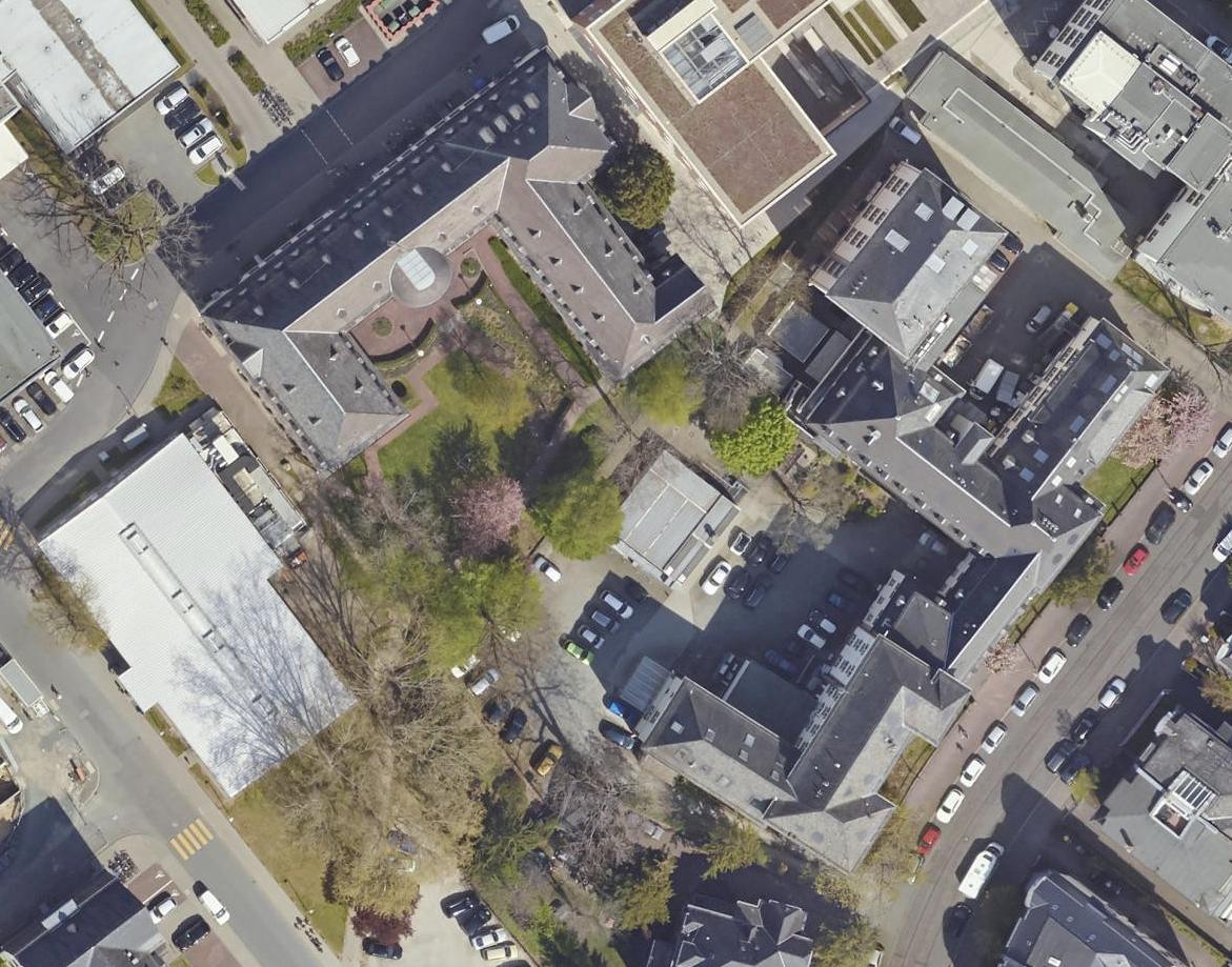 Bild: https://www.deutsches-architektur-forum.de/pics/schmittchen/fci_campus-niederrad_luftbild.jpg