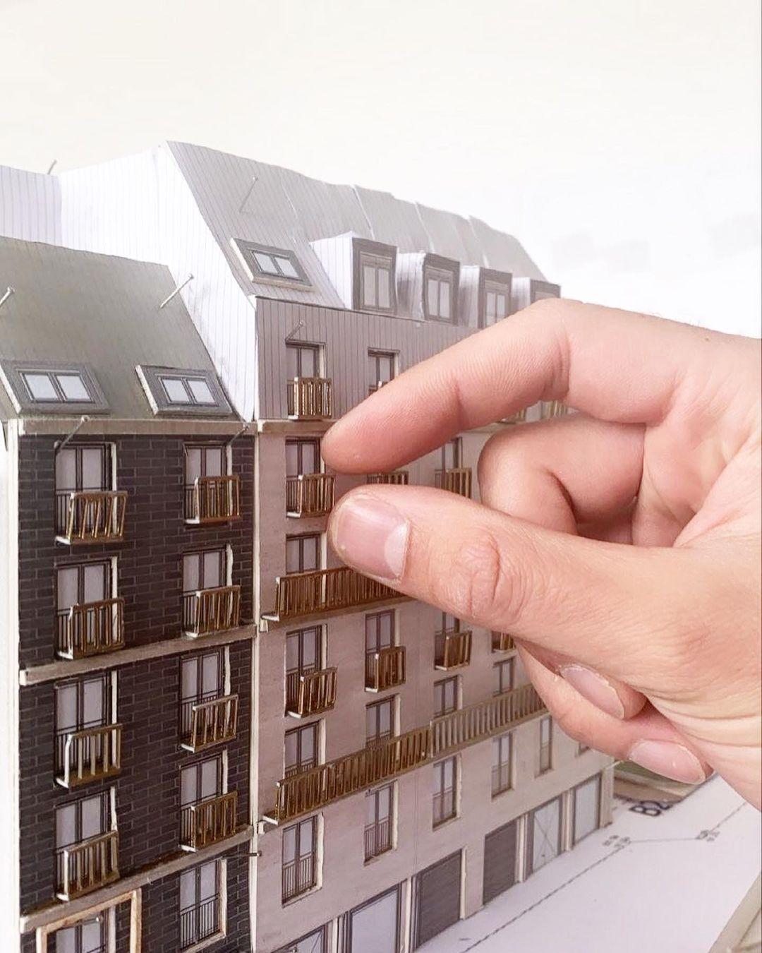 Bild: https://www.deutsches-architektur-forum.de/pics/schmittchen/main_yard_modellinarbeit_2.jpg