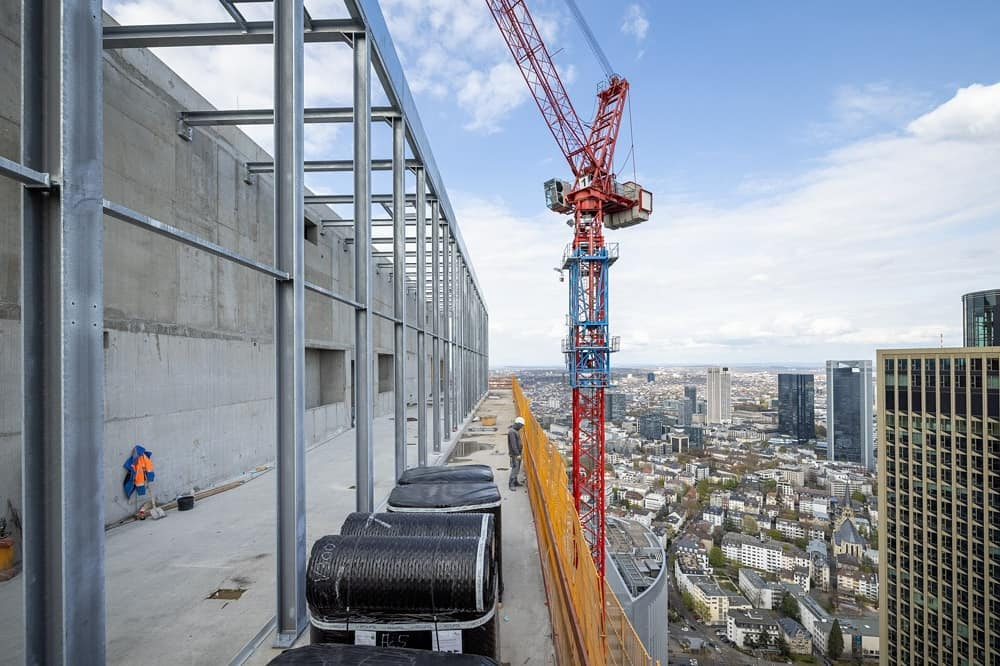 Bild: https://www.deutsches-architektur-forum.de/pics/schmittchen/one-skybar_3_(c)_ca_immo_klaus_helbig.jpg