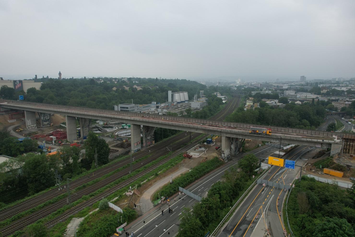 salzbachtalbruecke_3_die_autobahn.jpg