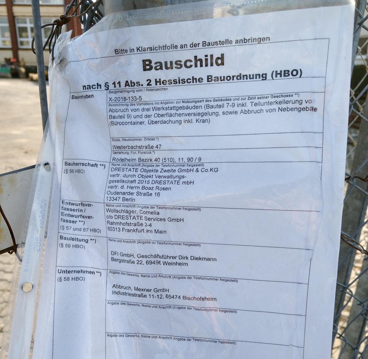 Bild: https://www.deutsches-architektur-forum.de/pics/schmittchen/westerbachstr.46_bauschild.jpg